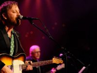 Dan Auerbach lanza su tema inédito 'Up on a Mountain of Love'